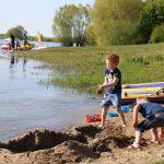 05-Joan Nienhuis aan de rivier